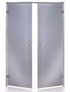 Parní sauna s dveřmi, které mají 2 křídla vypadá majestátní a vzbuzuje respekt svým prostorem.